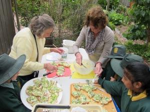 volunteers help the chefs
